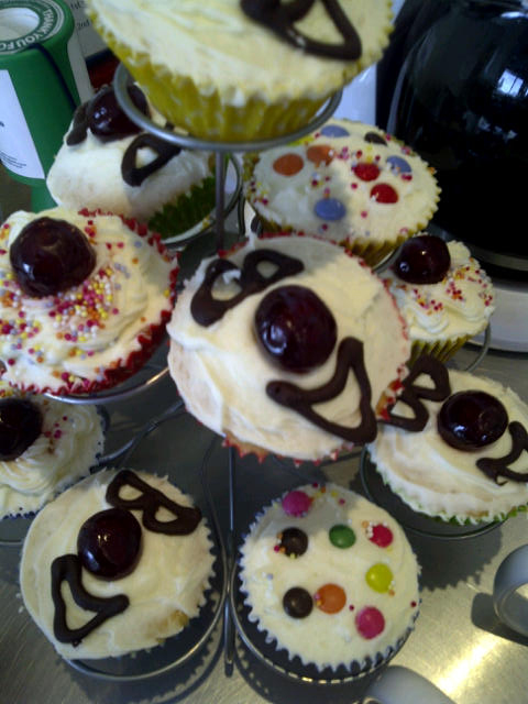 Comic-Relief-cakes